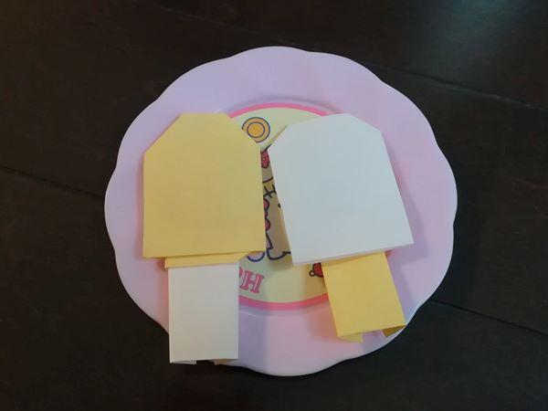出来上がった折り紙(アイスキャンディー)の写真